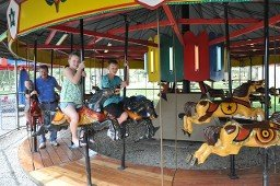 kids-on-carousel